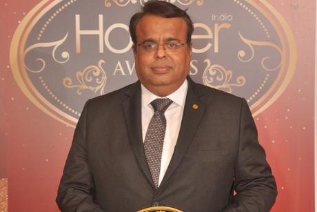 Arnob Gonchoudhury from Taj Lands End, Mumbai shines with Hotelier India's Laundry Person of the Year' award