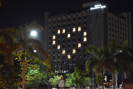Hilton Garden Inn, Gurgaon, Baani Square lights up its façade in solidarity with people working in COVID-19