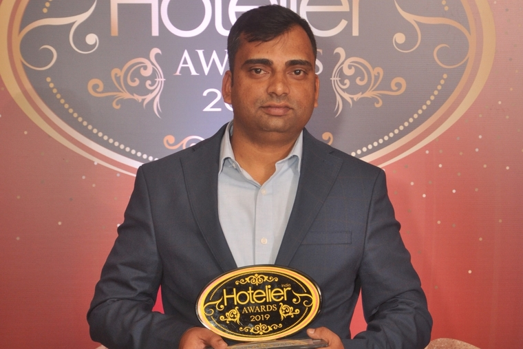Munish Dogra from ibis Gurgaon Golf Course Road takes home Hotelier India's 'IT Person of the Year'