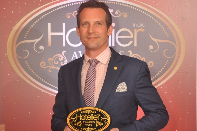 Simon Rastrick from The Oberoi, New Delhi served with Hotelier India's 'F&B Person of the Year' award