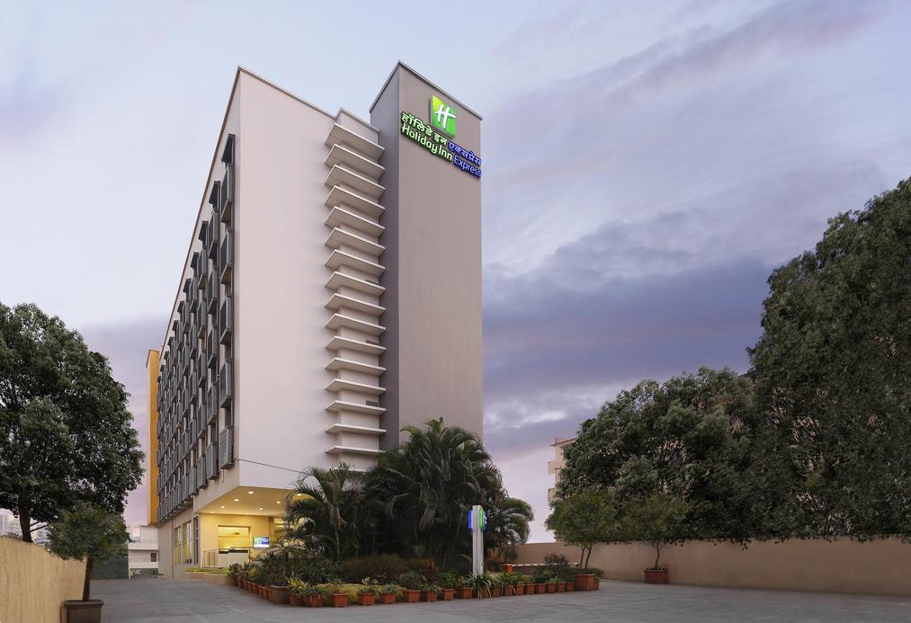 Ashish Jakhanwala, Holiday Inn Express hotel, InterContinental Hotels Group® (IHG), Pascal Gauvin, SAMHI