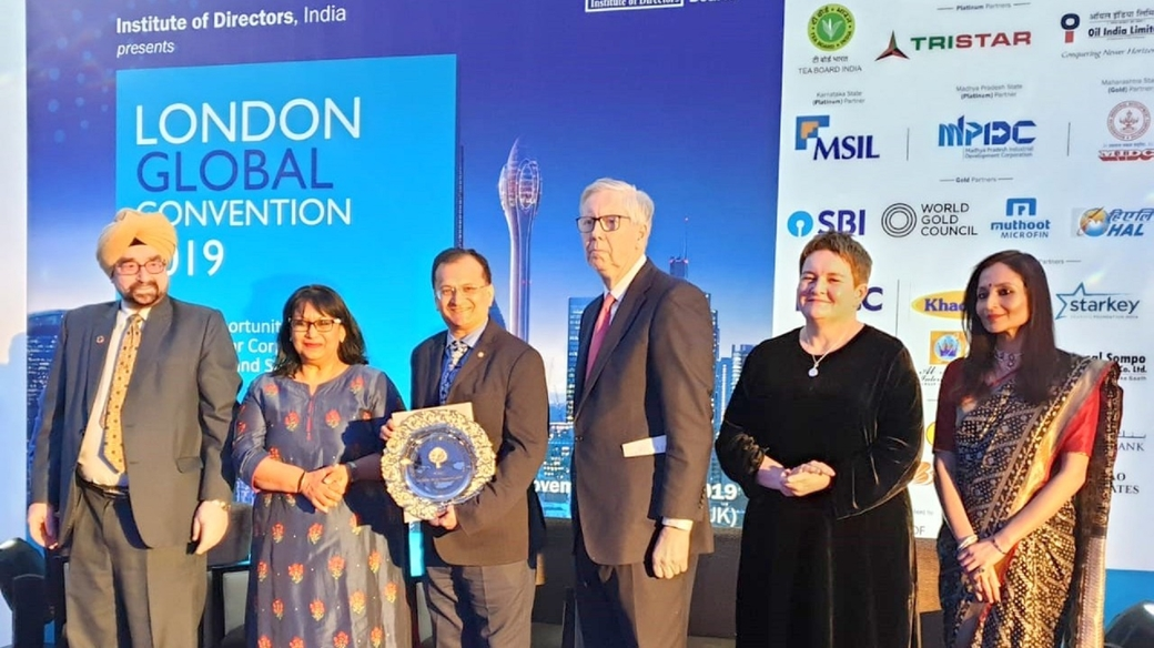 Beejal Desai – Senior Vice President & Company Secretary (third from left) accepting the Golden peacock Award for Excellence in Corporate governance – 2019
