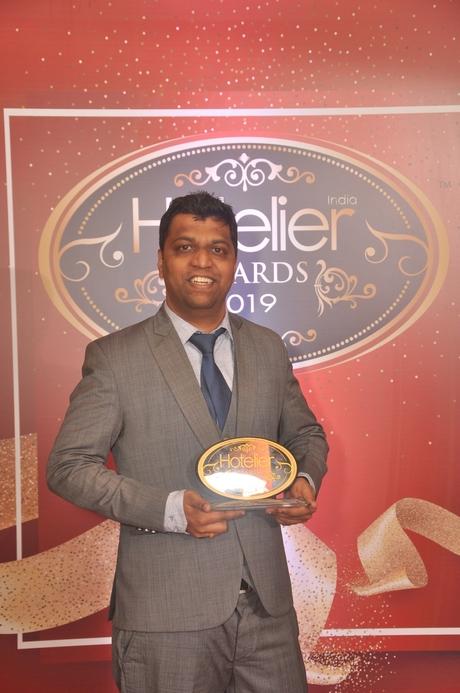 11th edition Hotelier India Awards, 11th Hotelier India Awards, Hotelier India, Hotelier India Awards, Hotelier India Awards 2019, Housekeeper of 2019, Housekeeper of the Year, Prasad Sonawane, Ibis Mumbai Airport