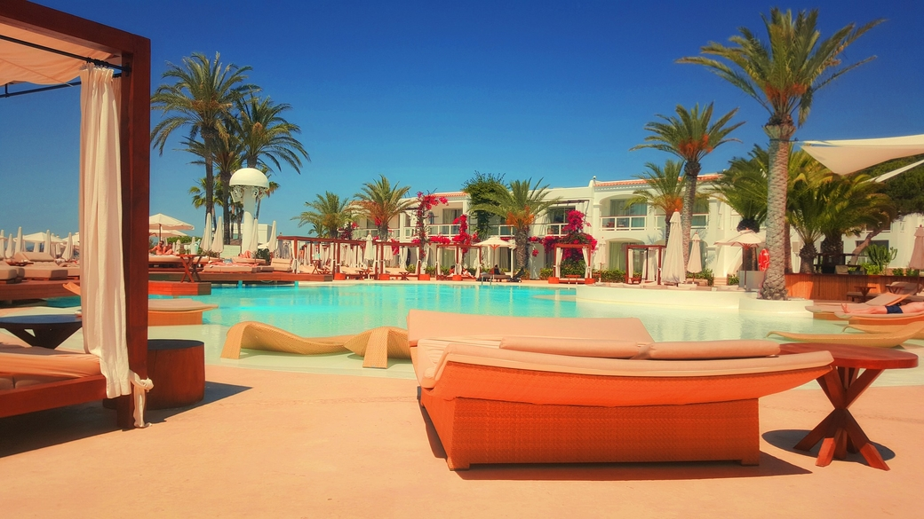 Mahindra Hotels & Resorts., Five-star resort, Novotel operated  resort, Purchase called off